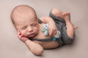 sedinta foto bebe pe spate ursulet albastru