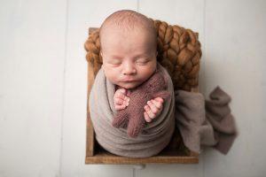 nou-nascut fotografiat in recuzita