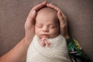 fotografie nou-nascut infasat
