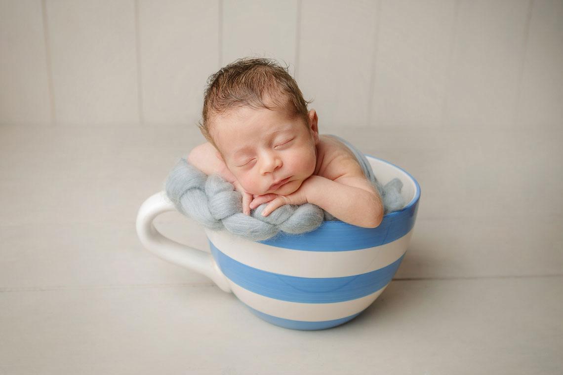 nou-nascut fotografie in canuta