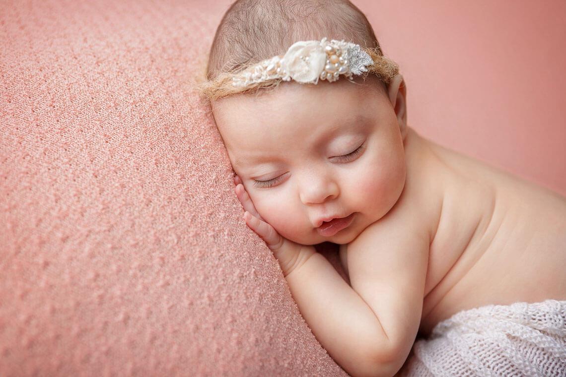 ioana nou-nascut bentita alba detaliu