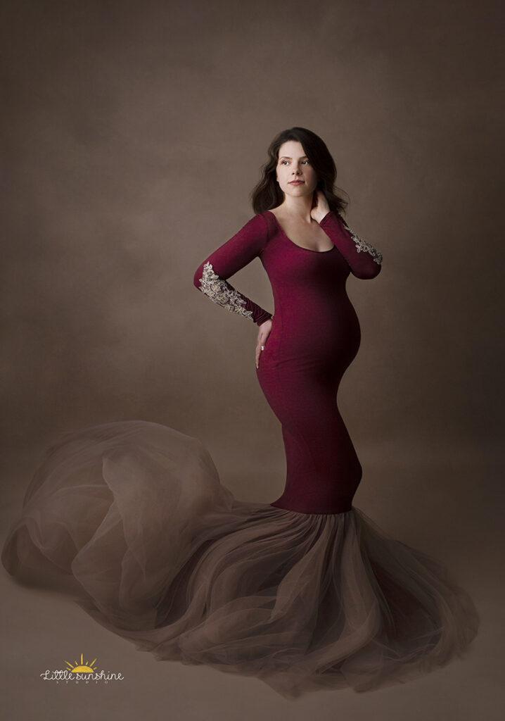 sedinta foto maternitate in studio cu rochie gravida